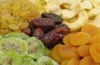 פירות יבשים או טריים: מי משמין יותר?