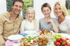 """הדרך להתמודד עם אכילה בסופ""""ש ללא דיאטה"""