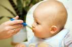 אוכל מוצק לתינוקות: שלב אחר שלב