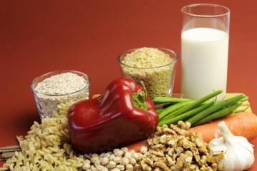 דגנים מלאים וחלב מכילים כמויות נאותות של תיאמין