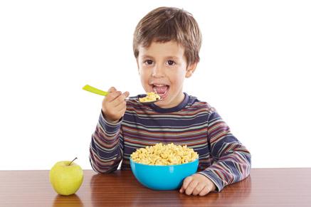 יש דגני בוקר מלאים טעימים שילדים יאהבו