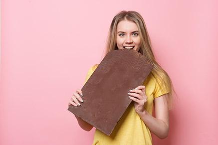 גם את מתרפקת על חפיסת שוקולד שלמה?