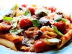 פוקאצ`ה, סלט עגבניות ובזיליקום, פסטה עם חצילים ועגבניות וביסקוטי לקינוח