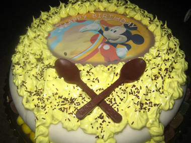 עוגת יום הולדת חגיגית