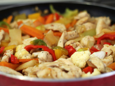 חזה עוף מוקפץ עם ירקות