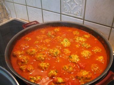 קציצות חזה עוף ברוטב עגבניות