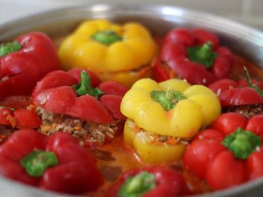 פלפלים ממולאים ברוטב עגבניות
