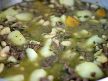 תבשיל בשר טחון עם שעועית ותרד