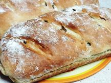 לחם שום וזיתים