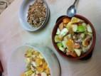 פירות בחלב סויה עם גרנולה