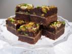 חיתוכיות שוקולד, פיסטוקים וחלבה בניחוח הל