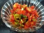 סלט עגבניות עם פלפל חריף