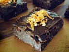 פאדג` שוקולד טבעוני עם נגיעות תפוז