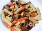 פסטה אורז עם פטריות, תירס וגזר גמדי