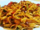 נודלס עם ירקות מוקפצים בסגנון סיני