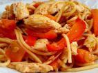 מוקפץ ספגטי עם חזה עוף