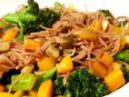 מוקפץ ירקות עם אטריות שעועית אדזוקי