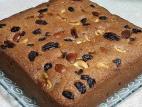 עוגת סולת עם פירות יבשים