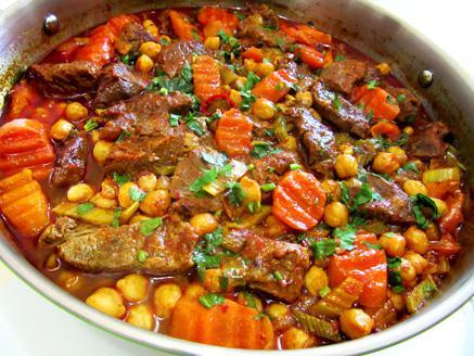 תבשיל כתף בקר בחומוס וגזר