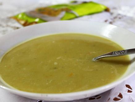 מרק אפונה יבשה עם ירקות