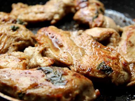 חזה עוף במשרה בלסמי ובזיליקום