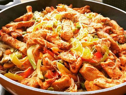 מוקפץ ירקות וחזה עוף