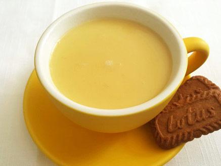 צ`אי לאטה עם שוקולד לבן