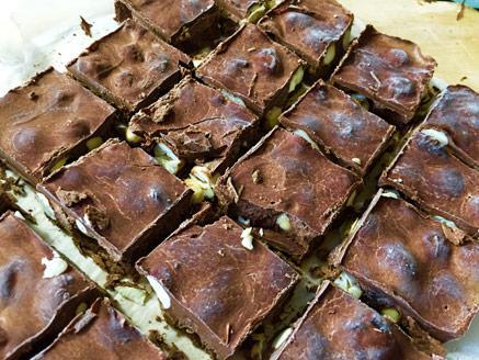 עינוגי שוקולד ואגוזי לוז טבעוניים ובריאים