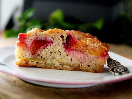 עוגת שזיפים ותפוחים