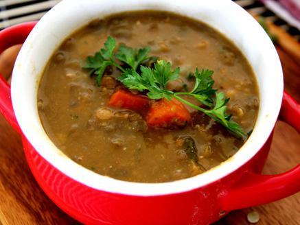 מרק עדשים ירוקות קל וטעים