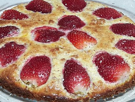 עוגת שקדים ותותים ללא גלוטן וללא סוכר