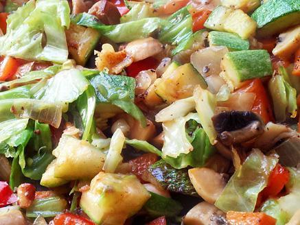 מוקפץ ירקות טבעוני עשיר