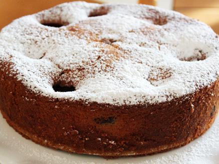 עוגת שזיפים בחושה עם יוגורט