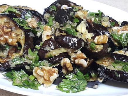 סלט חצילים עם אגוזים