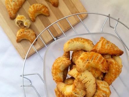 עוגיות פריכות במילוי אגוזים ובוטנים