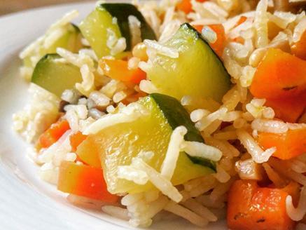 אורז בסמטי עם ירקות וצנוברים