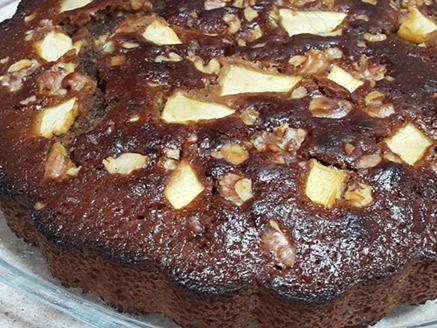 עוגת דבש עם תפוחים ואגוזים