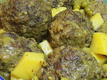 כדורי בשר ועוף ברוטב אפונה ותפוחי אדמה