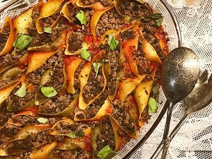 קונכיות פסטה במילוי בשר ברוטב עגבניות