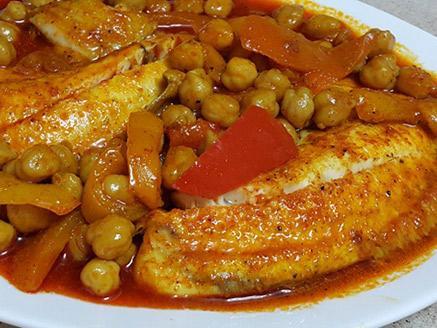 דג חריף עם חומוס
