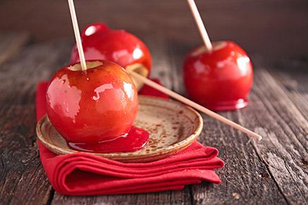 מעדן אמיתי: תפוח על מקל של יום העצמאות