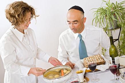 אין כמו סיר מרק מלא בקניידלך בחג הפסח