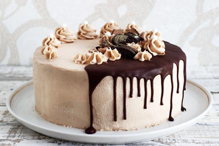 הכי כיף להתפנק עם עוגה טעימה בסוכה