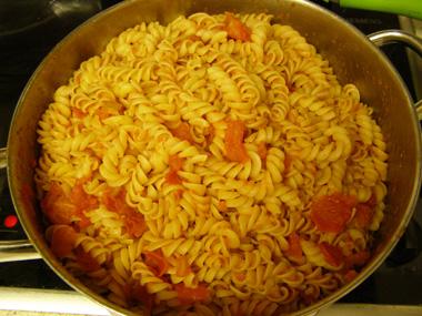 פסטה עם רוטב עגבניות פיקנטי