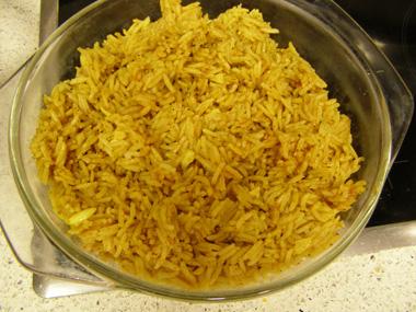 אורז צהוב עם שום
