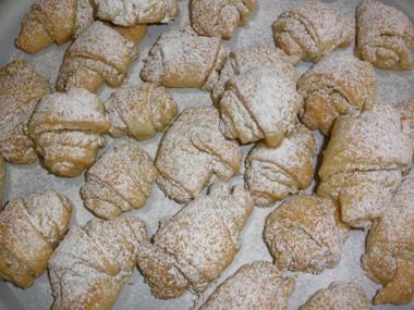 עוגיות חמאה במילוי אגוזים