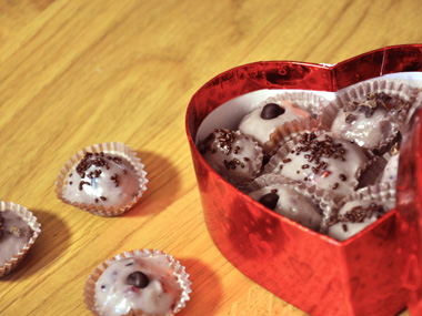 פאדג` שוקולד לבן ופירות יער