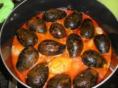 חצילונים ובצל ממולאים בבורגול ובשר טחון