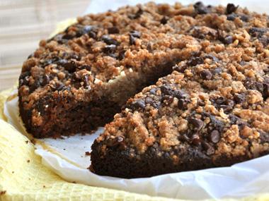 עוגת שוקולד ודבש עם פירורי קינמון