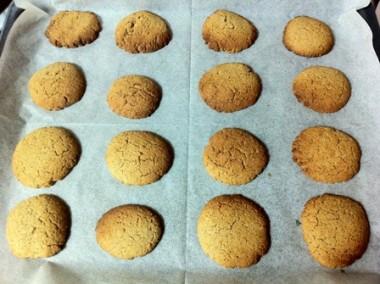 עוגיות שוקולד לבן וקרנצ`ים